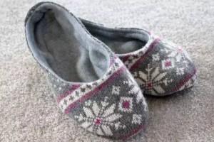 旧衣服改造做成低帮家居拖鞋