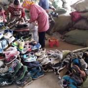 出口旧运动鞋