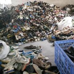 提供大量旧鞋子、衣服