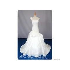 供应婚纱礼服