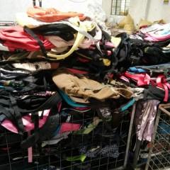 广州市万义新科技有限公司长期供应出口夏装、皮包、鞋子