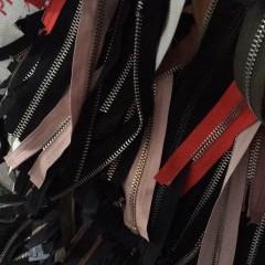 长期现金高价回收旧衣服上的废拉链及拉链头