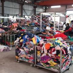 长期供应旧衣服夏装,冬装,白料,羊毛,羽绒服