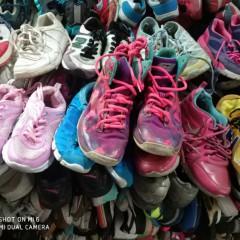 广州常年供应优质旧鞋子、旧包包专业出口!