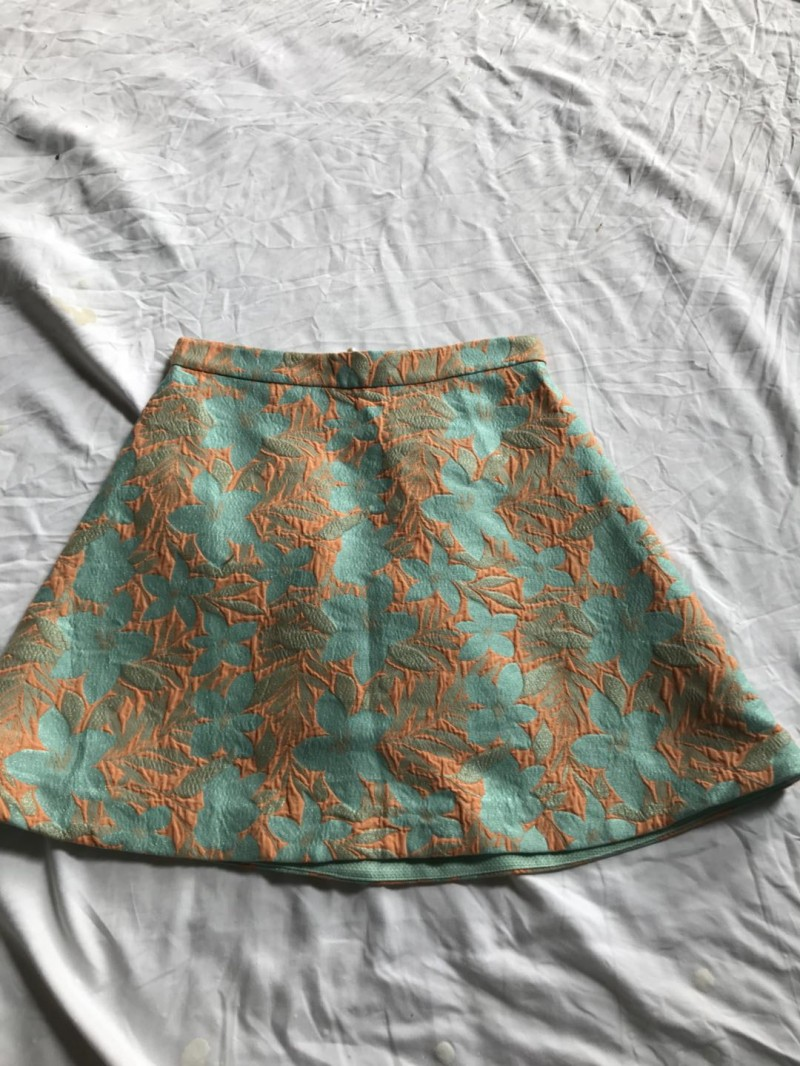 女棉超短裙