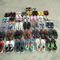江苏工厂专业出口旧鞋子、旧包包到非洲等地区!