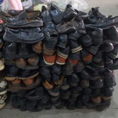 广州二手旧衣服出口旧皮鞋男牛仔裤背带裙童装