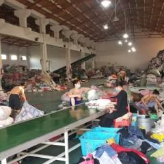 实地厂家面向全国回收旧衣服箱子货,通货、捐赠货。