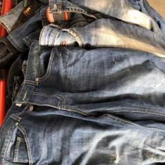 河北工厂长期出口各类精品牛仔裤,运动裤!!