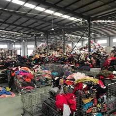 求购大量旧衣服夏装,二手鞋子,二手包包,长期合作。