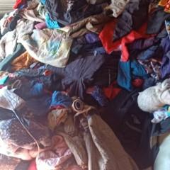 现有100吨废旧衣服   寻求合作  有意向的联系我