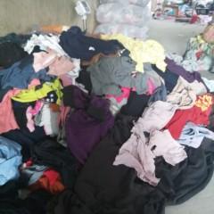 本人大量收购花色秋衣秋裤做擦机布使用有意者联系我,电话15312842232
