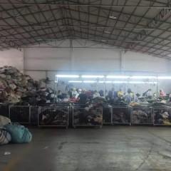 大量供应二手衣服、鞋、包