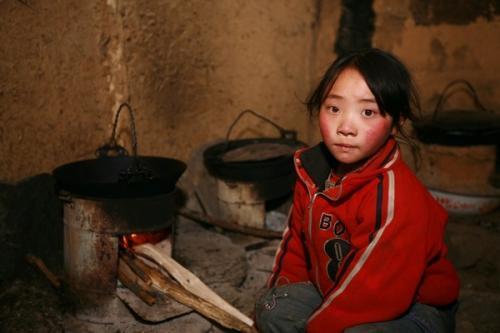 旧羽绒服捐赠给贫困山区