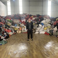 常年出售大量旧衣服统货,箱子货,小区货,捐赠货