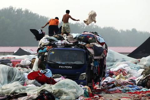 旧衣服回收车