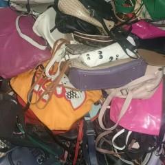 广东亚美非服装贸易有限公司长期供应优质皮包。