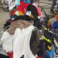 河北工厂常年出口优质冬装和鞋包!
